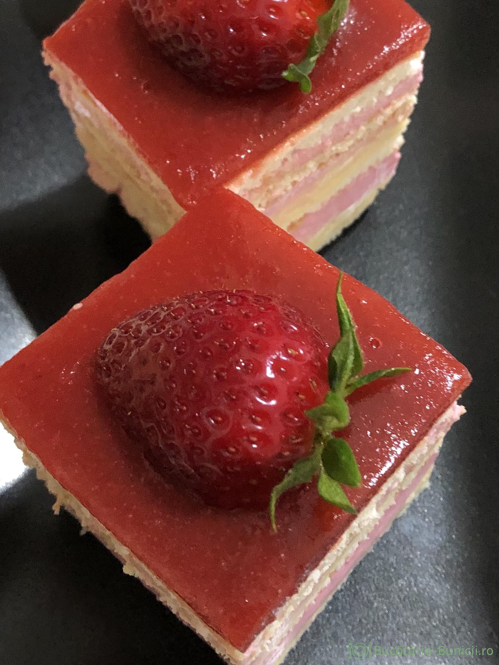 Prajitura cu crema de vanilie,crema și jeleu de căpșuni