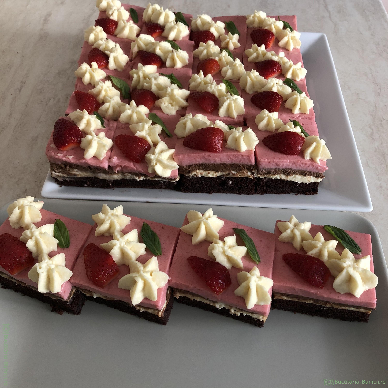 Prajitura cu mousse de căpșuni și crema de branza