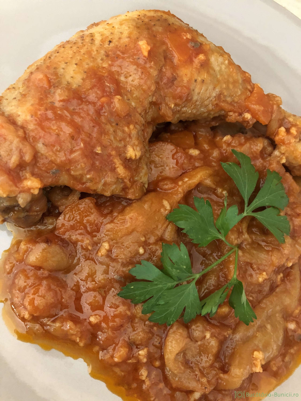Tocănița de ardei copți și carne de pui