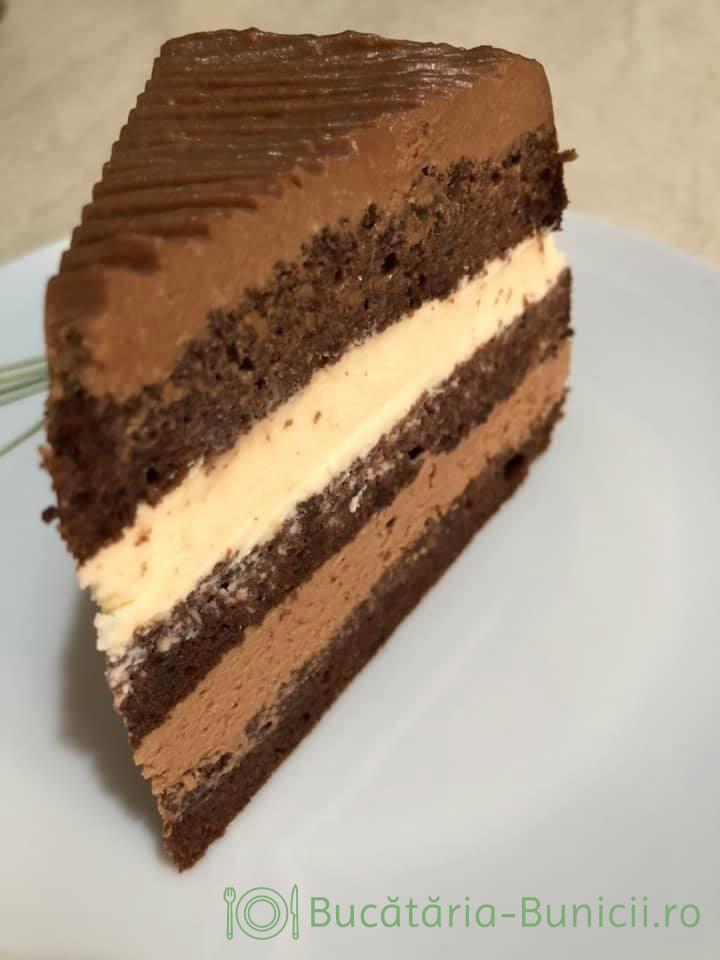 Tort cu frisca și glazura de ciocolata neagră