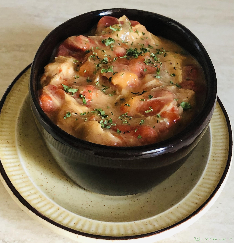 Carne de pui și ardei copți in sos de iaurt