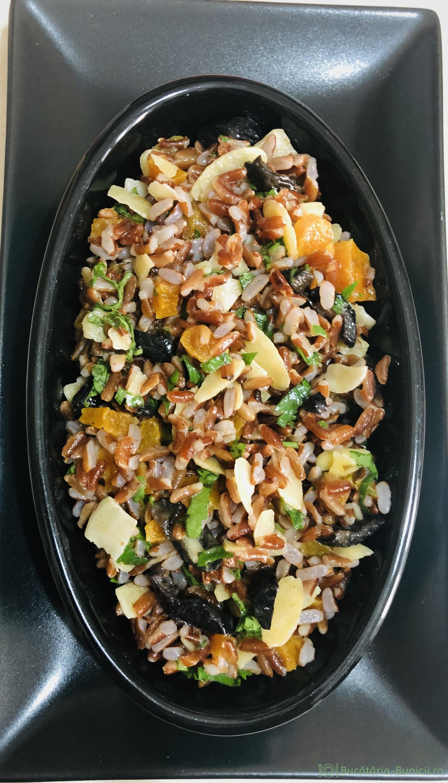 Salata de orez roșu și caise uscate