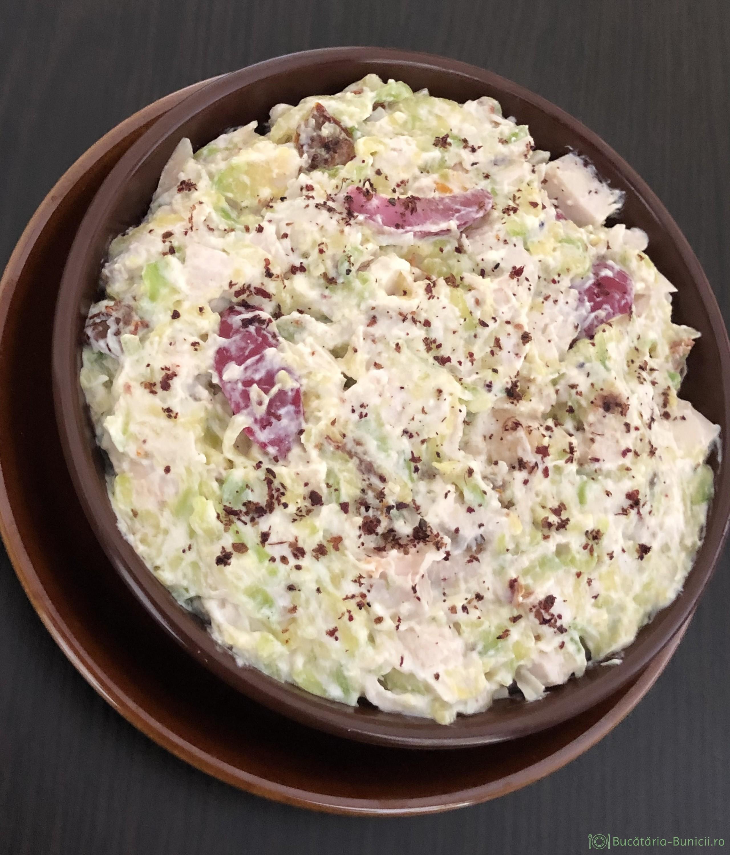 Salata de dovlecei și piept de pasare