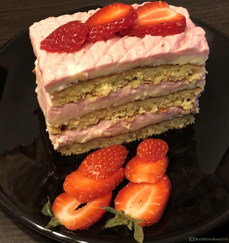 Prajitura dietetica cu crema de vanilie și crema de căpșuni