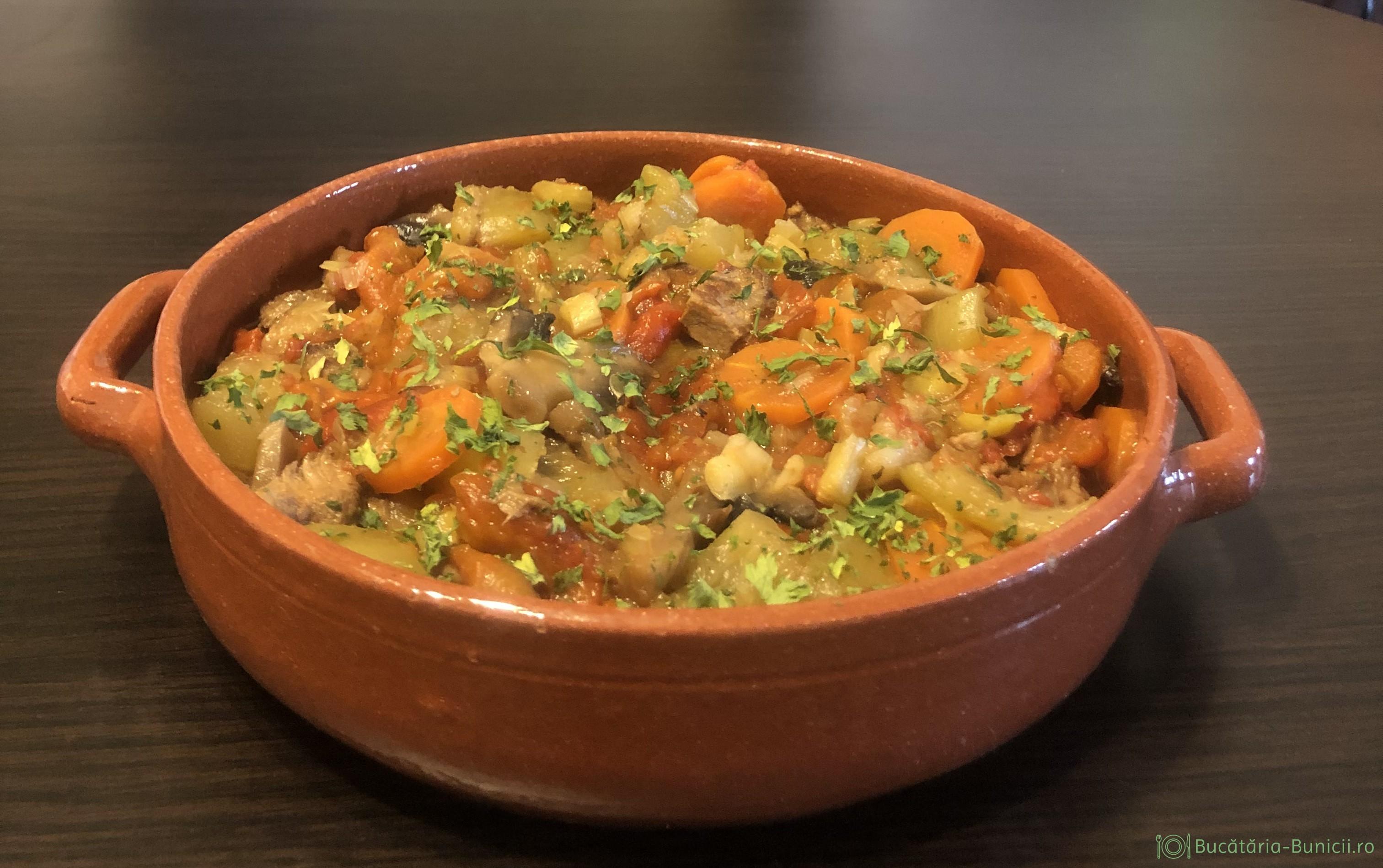 Tocănița de legume și carne de vita, gatita la multicooker