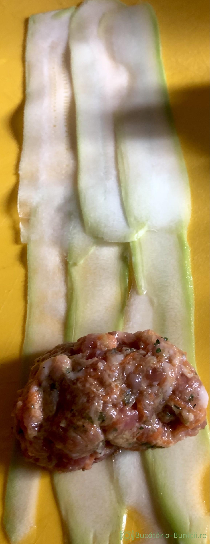Rulouri din dovlecei și carne tocata