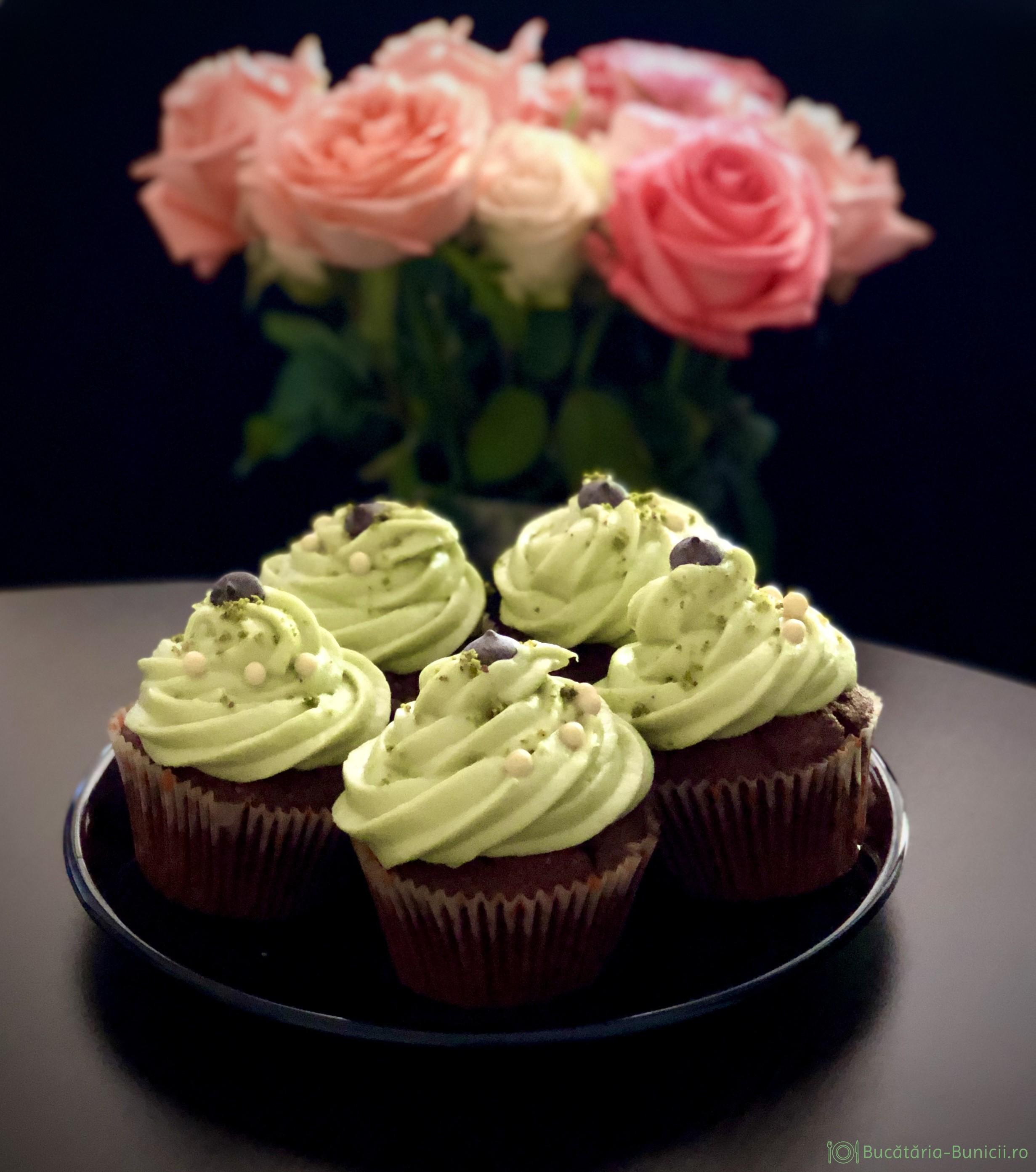 Cupcakes cu crema de fistic