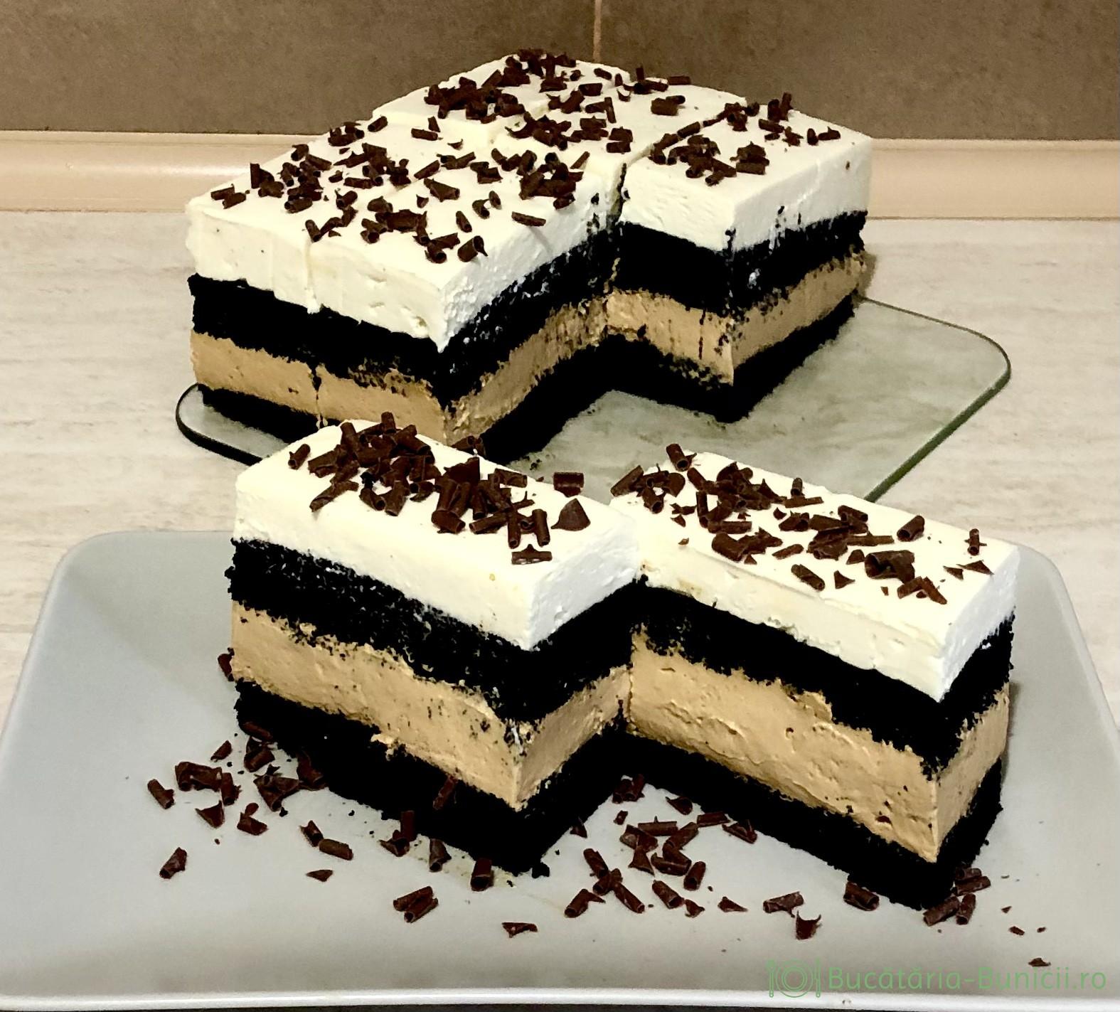 Prajitura cu blat umed de cacao neagra, crema din lapte condensat caramelizat și crema cu ciocolata albă.