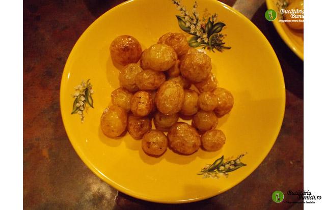 Cartofi noi la ceaun